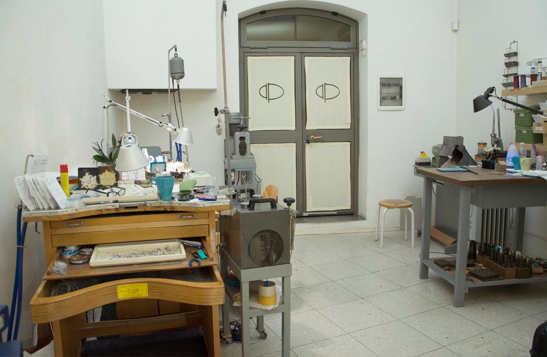 laboratorio-oreficeria-bologna-daniele-pifferi-e-chiara-parra-negozio-gioielli-bologna