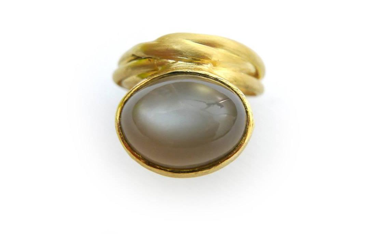 Anello in oro giallo con pietra di luna Daniele Pifferi gioielli bologna
