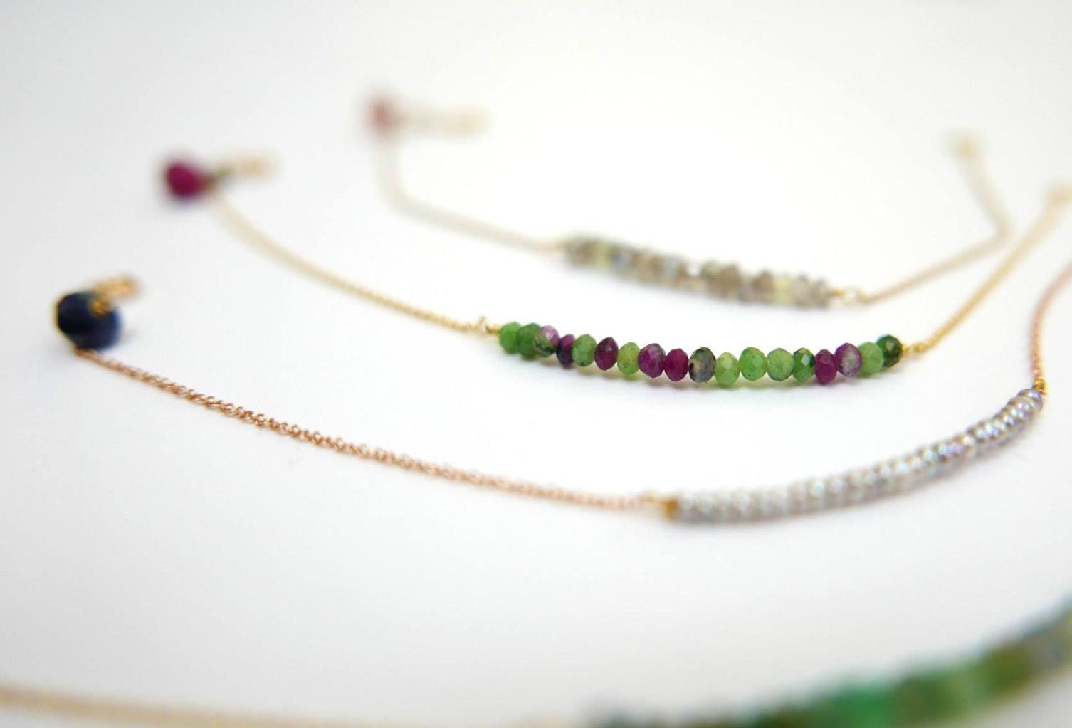 braccialetti-fiammifero-in-oro-smeraldi-microperle-zoisite-e-labradorite-chiara-parra-gioielli