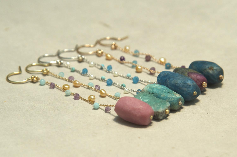 Orecchini in oro con pietre afgane molate a mano daniele pifferi - laboratorio orafo e gioielleria bologna