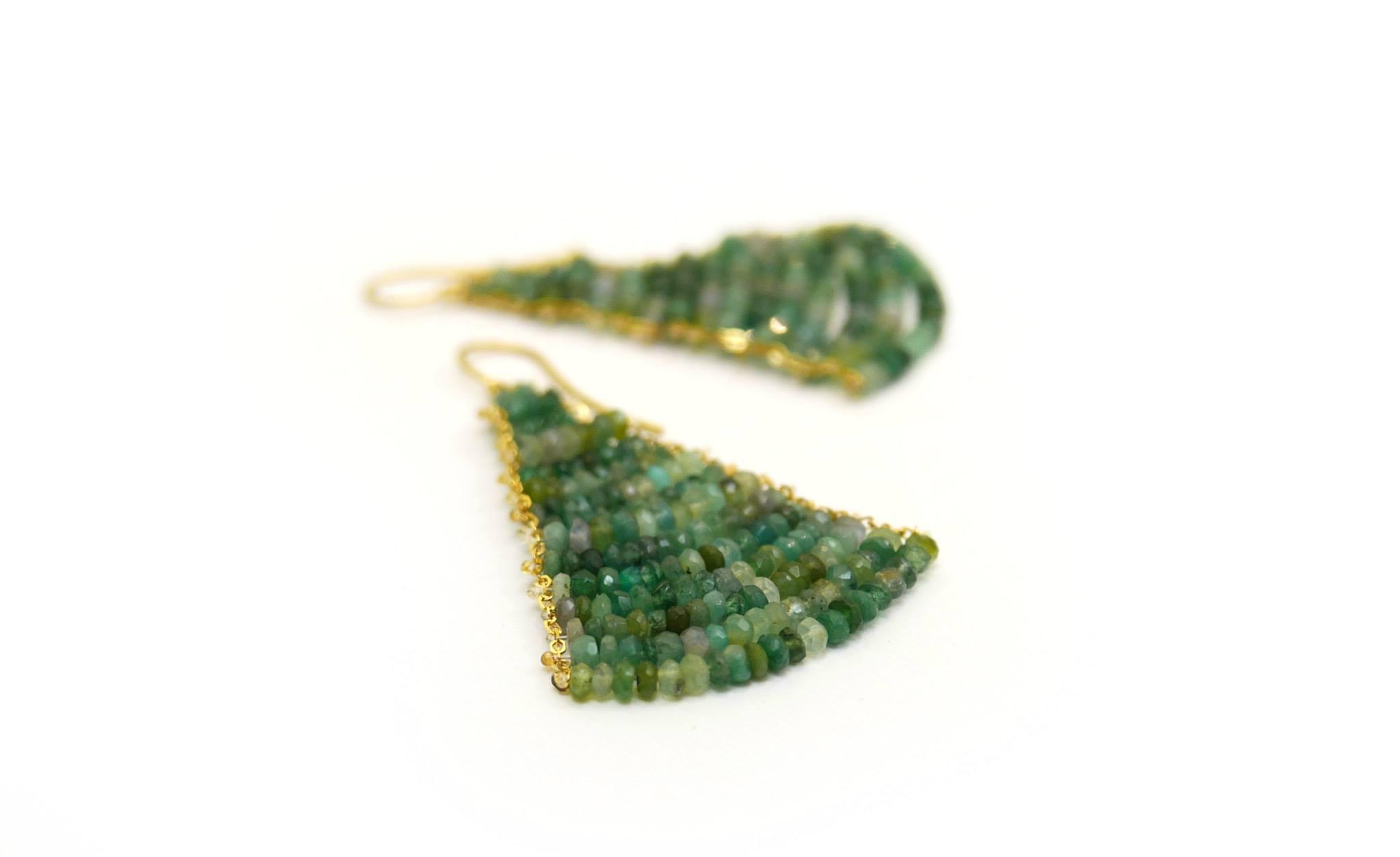 orecchini-in-oro-giallo-e-smeraldi- di Chiara Parra - presso daniele pifferi - laboratorio orafo e gioielleria bologna