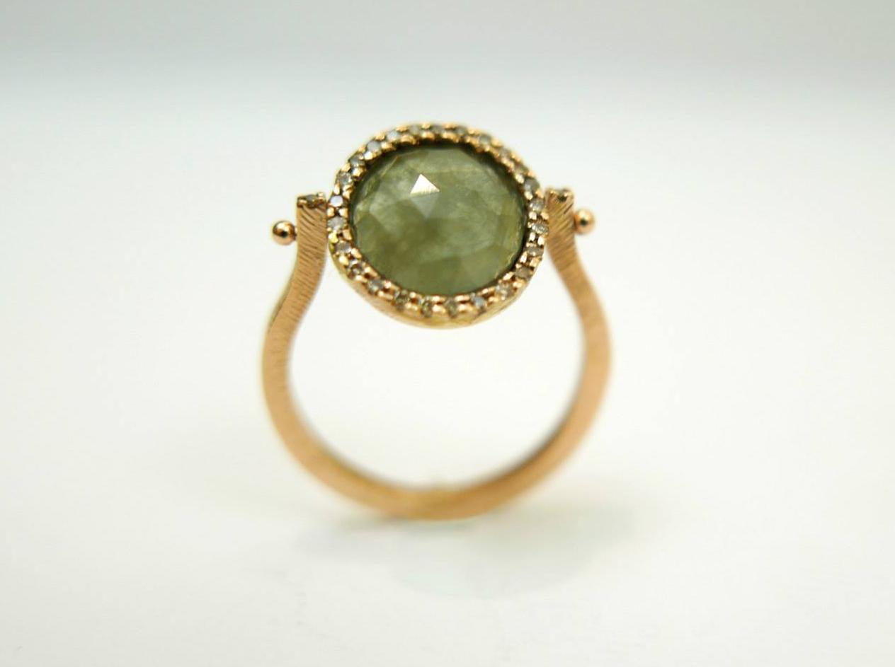 Anello in oro rosa 18kt corindone verde e contorno di diamanti brown Daniele Pifferi gioielli bologna