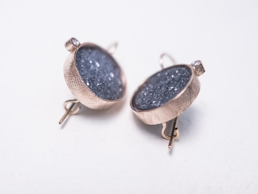 Orecchini in oro con agate microcristalline e diamanti - Pifferi gioielli contemporanei bologna
