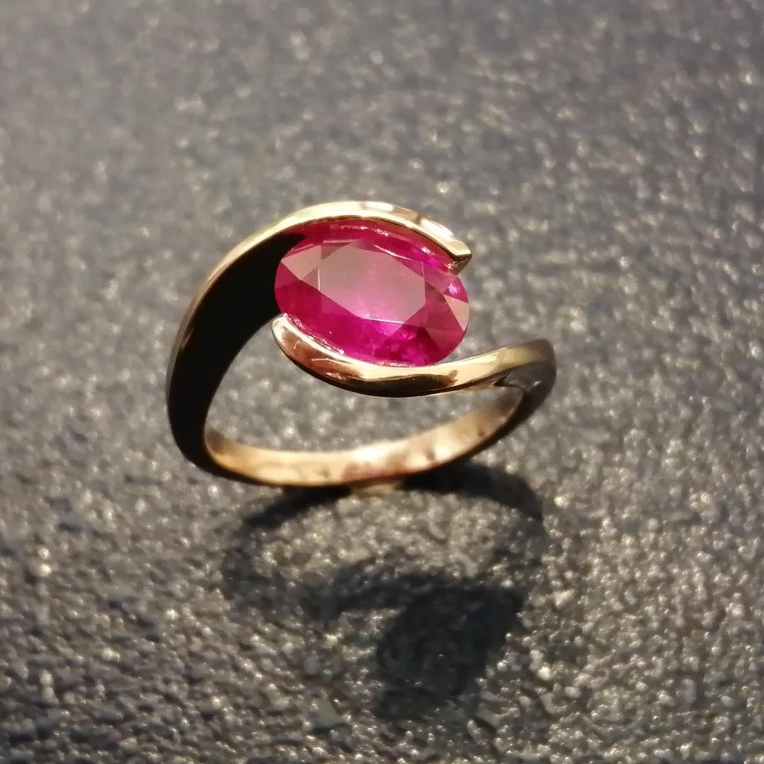 Anello in oro rosa con rubino di Daniele Pifferi