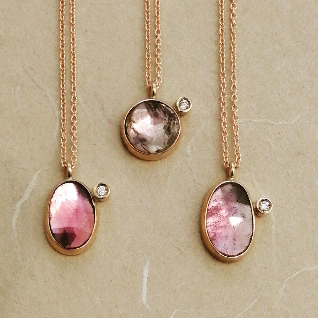 Ciondoli in oro rosa con tomaline e diamanti