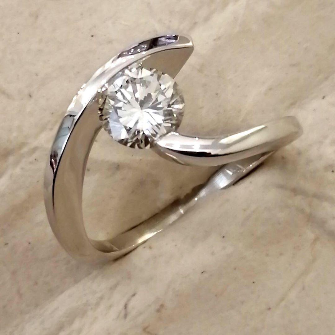Solitario in oro bianco con diamante da 1 carato