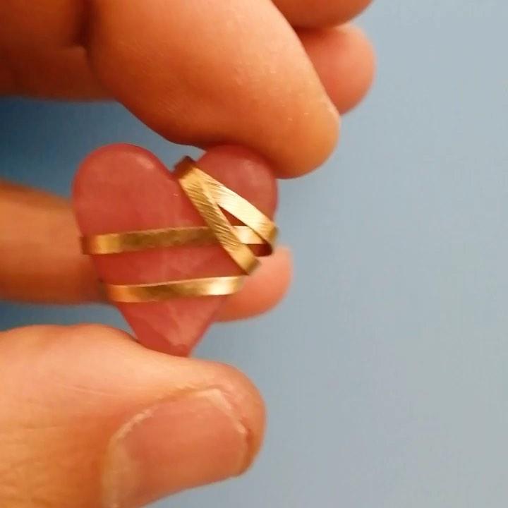 Cuore in opale rosa e oro giallo 18 carati